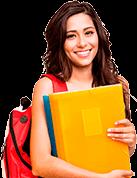 Garota de cabelos pretos segurando caderno amarelo e usando mochila vermelha olhando para o usuário e sorrindo